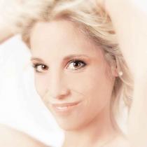 002_Kosmetik_Beauty_Model_Pflege_Katalogproduktion_Styling_Trend