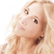 003_Kosmetik_Beauty_Model_Pflege_Katalogproduktion_Styling_Trend